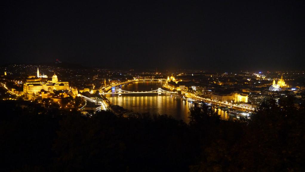 Conducción nocturna por Budapest en Smarttimes15